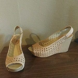 Kenneth Cole Tan Wedges 9.5